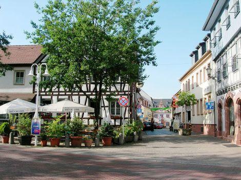 800px-Umstadt_vinejo_Brücke-Ohl