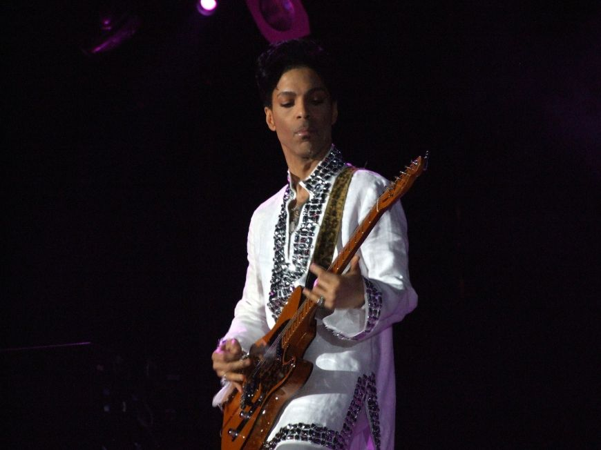 2048px-Prince_at_Coachella